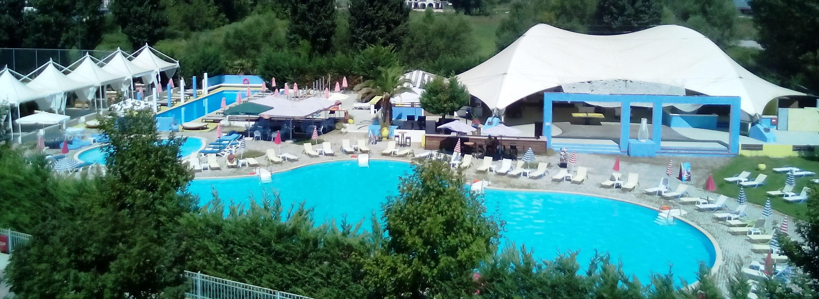 Ανάσα δροσιάς στο Resort Coffee Pool Bar!